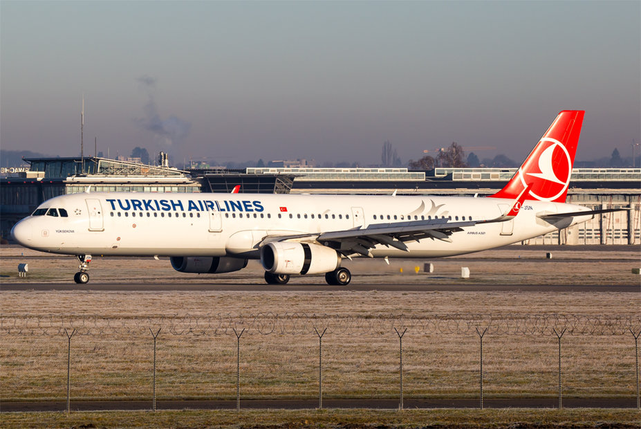 Turkish Airlines / TC-JSN / Airbus A321-231